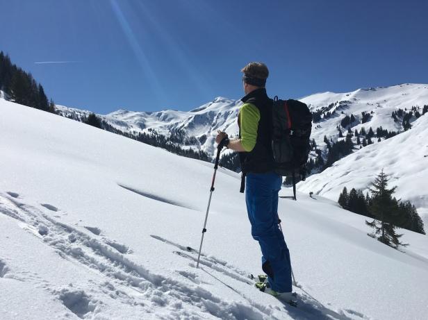 Skitour mit Blick auf den Hundstein, legendärer Touren und Bike Berg zwischen Zell am See und Maria Alm